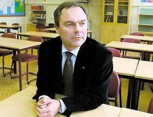 SPECIALSATSNING. Utbildningsminister Jan Björklunds satsning på fler speciallärare gör att fler elever ska kunna känna sig hemma i skolbänkarna.