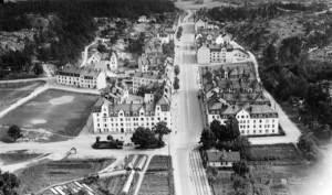 Stenstaden i kvartersstruktur är en populär boendeform - och liksom med Aspudden på bilden från 1932 behöver vi låta kvartersstaden växa utanför tullarna. Bild från Stockholmskällan.