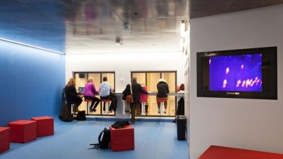 Från den interiöra konstnärliga gestaltningen, som mäter och visar kroppsvärmen från idrottare i hallen - en pendang till att kunna se dem rent fysiskt.
