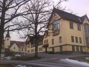 ARBETSRO ANBEFALLS. En annan skola som haft problem med respekt och arbetsmiljö, Lundsberg. Bild från Wikimedia/johanr.