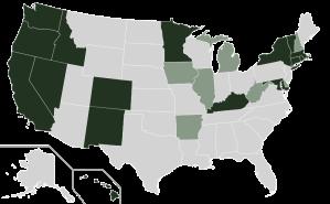 Mörkgröna delstater har egna marknadsplatser för sjukvårdsförsäkring. Ljusgröna partnerskap delstat/federalt. I de grå, utan egna initiativ, gäller den federala marknadsplatsen.