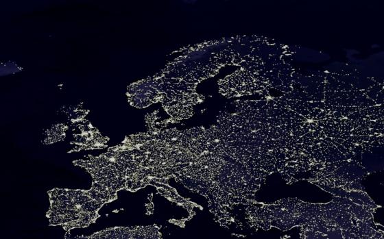 Natt över Europa - men det lyser för fullt i mörkret. Bild från NASA.