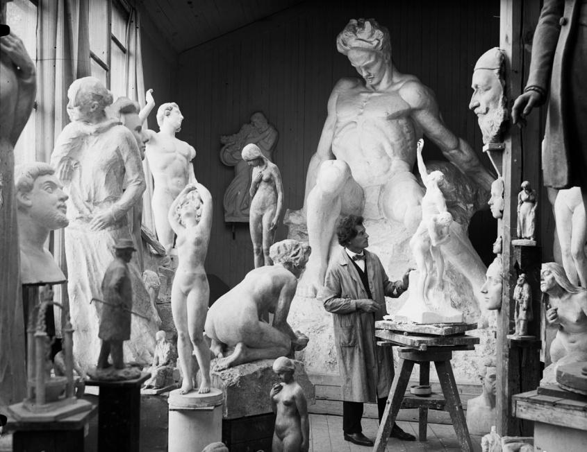 Carl Eldh i sin ateljé - ett levande kulturarv som nu får höjt stöd.