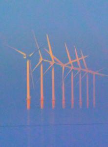 Fler vindkraftverk (fast just dessa råkar vara engelska). Foto Steve Fareham, Wikimedia.
