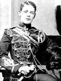 En 21-årig Winston Churchill i uniform.