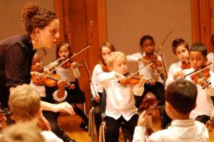 El Sistema finns i många länder och städer. Här en bild från Conservatory Lab Charter School i Boston, vars El Sistema-ansvariga Rebecca Levi Winston belönats med ett musikledarpris från Yale (conservatorylab.org)