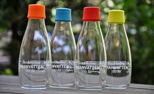 Stockholms kranvatten skäms inte att serveras i fina glasflaskor. Bild från stockholmvatten.se