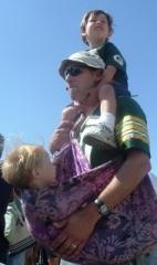 Pappor som är hemma med barnen... (bild Wikimedia, BCantrall).