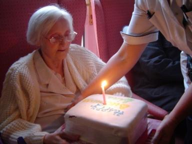 NÅGOT FÖR ALLA. Äldrepolitiken måste se att alla äldre är individer, med olika behov av omsorg och boenden. Wikimedia/I Craig.