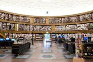 BILDNINGSBORG. Interiör från Stockholms Stadsbibliotek.