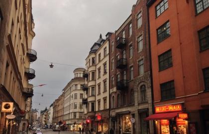 Varierad kvartersstad är en uppskattad boendemiljö - som inte borde vara förbehållen förra sekelskiftets stenstad. (Avsaknaden av solsken 2 januari är däremot inget stadsbyggnaden kan göra något åt.)
