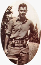 Ariel Sharon som ung soldat. (Ariel Sharon - young fighter: by תמר הירדני (Tamar Yardeni), available from http://he.wikipedia.org/wiki/קובץ:Sharon22.jpg)