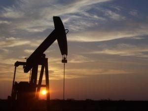 Oljeutvinning på amerikansk hemmaplan - här i Texas. Bild från Wikimedia/Eric Kounce.