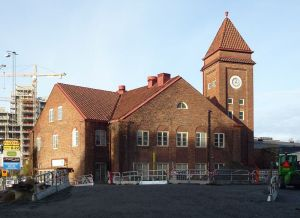 RIVNINGSOBJEKT? Klockhuset och klocktornet fick häromdagen skatta åt förgängelsen. Chansen att bevara en kultur- och stadshistorisk koppling i Norra Stationsområdet blev bokstavligen bortsprängd.