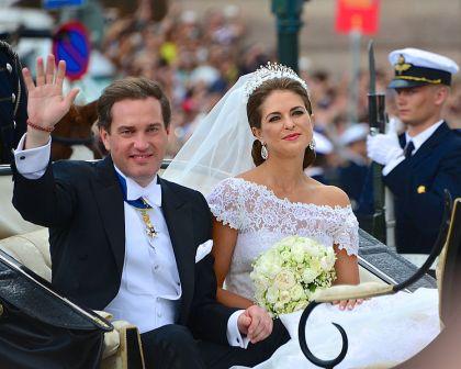 NU FÖRÄLDRAR. Madeleine och Chris O'Neill vid sin bröllopskortege 8 juni 2013. 20 februari lokal  tid föddes deras dotter i New York.