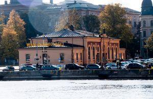 BÖR BEVARAS. Tullhuset i sten från 1876 vid Nybrokajen.