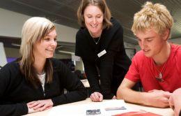 KARRIÄRVÄG. Att vara lärare måste kunna medföra gpda möjligheter till karriär och löneutveckling. Foto Wikimedia, Mosborne01.
