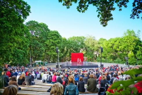 PUBLIKTRYCK. Parkteatern når stor publik - som en del av Stockholms stads egen verksamhet står den utanför kulturstödet och bonusen. Bild från kulturhusetstadsteatern.se