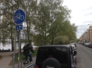 MER PLATS FÖR MÄNNISKOR. Folkpartiet vill flytta på parkeringar vid Norr Mälarstrand och göra mer plats för bl a cyklister och barnvagnar.