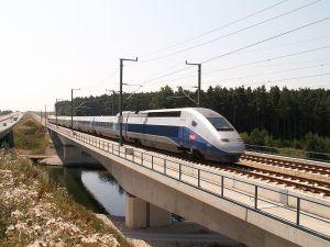 SNABBARE. Franska TGV, här under testkörning, är ett av de internationella exemplen på höghastighetsstågsystem. Foto Wikimedia/bigbug21.