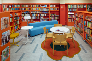 BOKSATSNING. Sköndals bibliotek är ett av dem som rustats under Alliansens och Folkpartiets tid. Nyöppnade i januari. Bild från kulturborgarrådet Madeleine Sjöstedt.