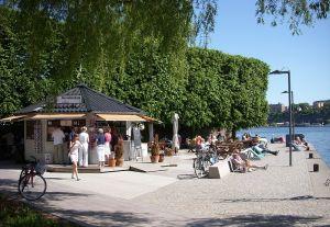 GRÖNARE STAD. Träd är bra för trivseln och för luften. Holger Ellgaard via Wikimedia.