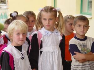 EJ I REPRIS. Förskolan och de första skolåren kan ha avgörande betydelse för barns framtid. Bild, på albanska skolbarn, från Wikimedia, Goodfaith17.