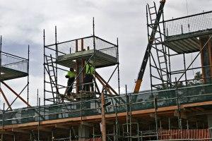 INTEGRATIONSFRÄMJANDE. Fler utlandsfödda svenskar får jobb, bl a på byggföretag. (fir0002, Wikimedia)