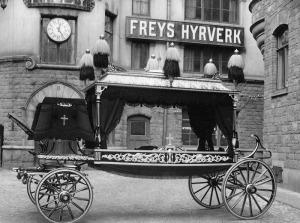 TRANSPORTHISTORIA. Freys hyrverk hade som mest över 100 hästar i sitt stall. (Stockholmskällan.)
