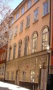 HISTORISK MARK. Själagårdsgatan var platsen för Stockholms första synagoga, och blir nu det framtida hemmet för Judiska museet. (Wikimedia, Mats Halldin.)